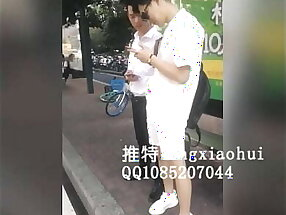 浪小辉老师公交车站勾搭打工人拉回酒店与另外一位骚零一起配种 - 一