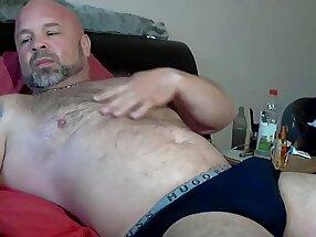 Robertoduroo - Mature hairy man on Chaturbate P1